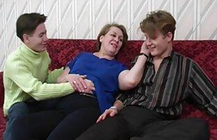妈妈乞求大男孩没有参与。 妻子毛茸茸的色情片